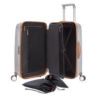 Kätevät ja monipuoliset säilytystoiminnot sisäosassa, muun muassa älykäs pukulaukku ja kätevät taskut ja laukut.