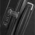 Kiinteät kantokahvat ja TSA-lukko® sekä erittäin ergonomisesti muotoiltu pehmeä vetoaisa.