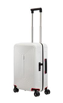 lentolaukut kassit ja matkalaukut kaikissa koissa. Black Bedroom Furniture Sets. Home Design Ideas